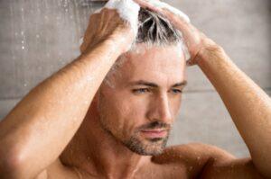 pijat rambut secara lunak saat keramas